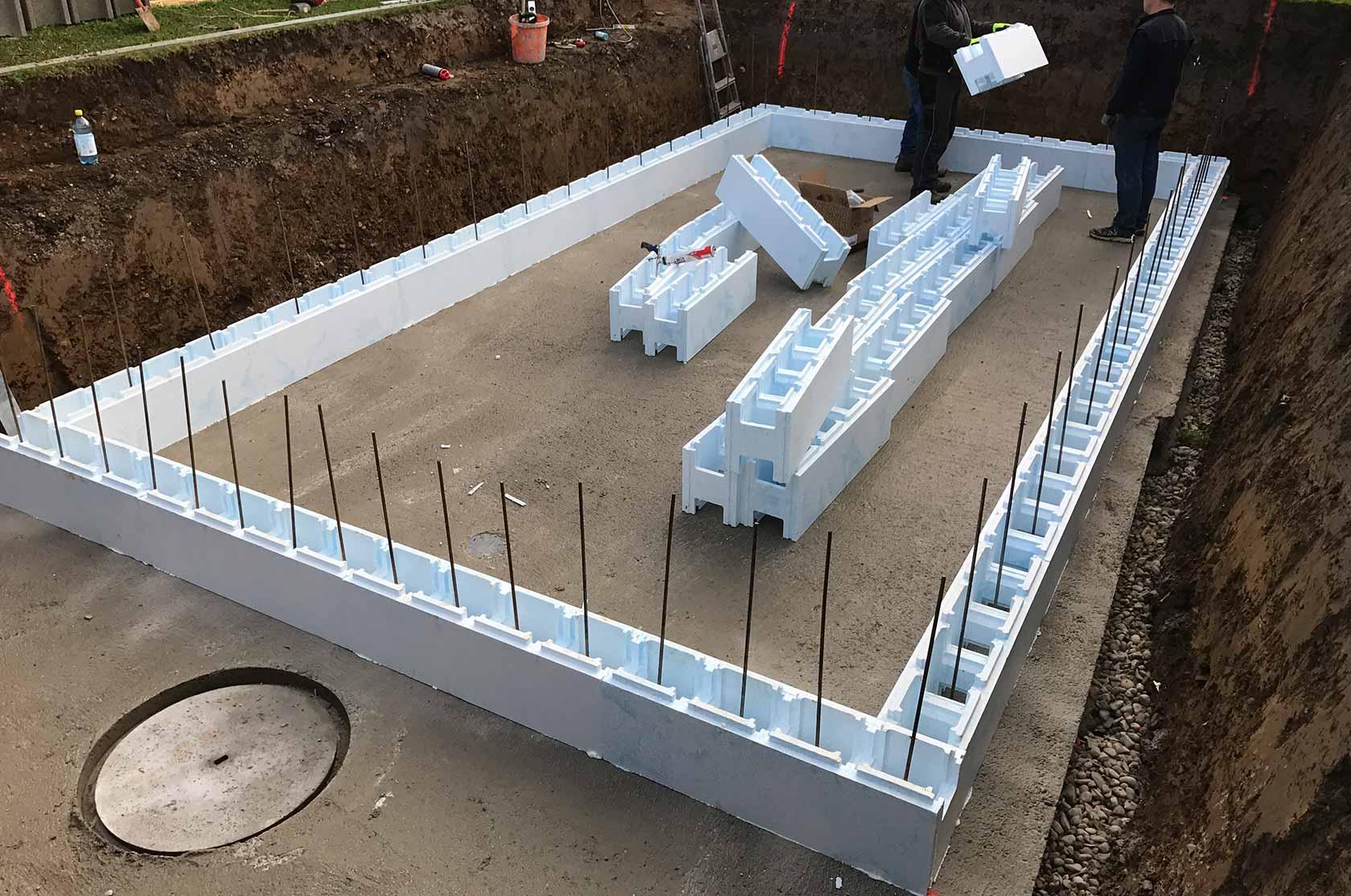 styroporpools mit treppe fertige stufenauspr gung im. Black Bedroom Furniture Sets. Home Design Ideas
